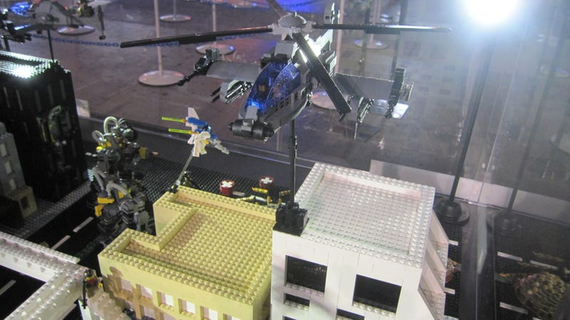 Giant Robots and Giant Insects Look Even Cooler in LEGO