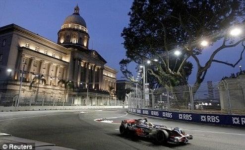 Shots From Singapore Formula 1 Night Race Show An Amazing Light Show
