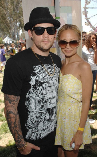 "Airline Makes Joel Madden Cover Tattoos; Sam & Lindsay Are ""Married"" But ""It's Complicated"""