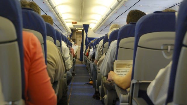 Man Pees On 11-Year-Old Girl During Flight From Hell