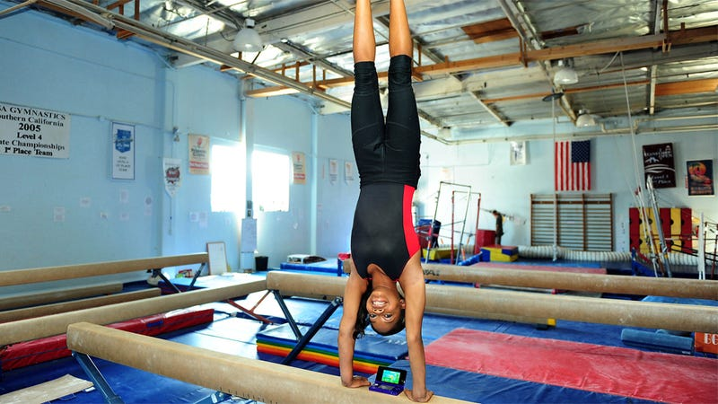 Even An Olympic Gymnast Should Probably Not Play With a 3DS While Standing On Her Hands