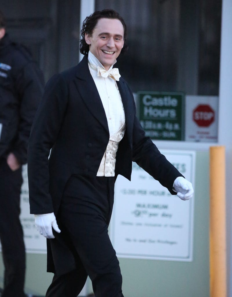 More pics from Crimson Peak set: Hiddleston and Hunnam in TAILS, PEOPLE!!