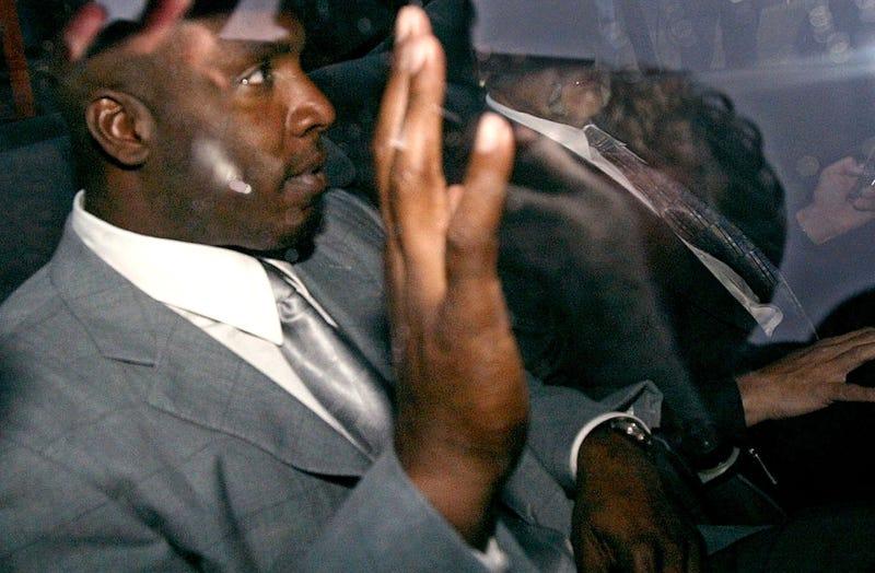 How A Reporter Eavesdropped On Barry Bonds's Grand Jury Testimony