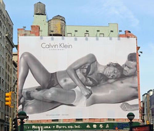 NYC's Sexiest Billboard Doesn't Care For Dumphones