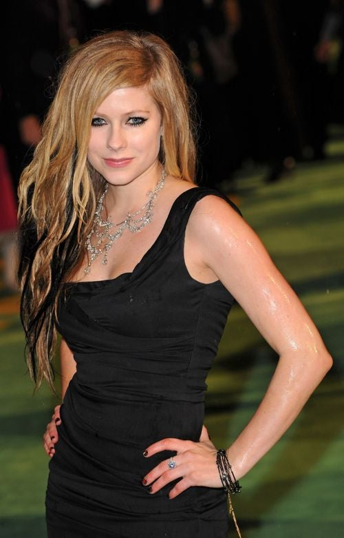 Avril Calls Lindsay A Loser; Michael Jackson Is Still Alive & Making TV Appearances