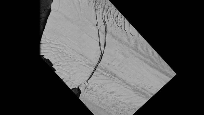 A Massive Glacial Crack Just Made an Iceberg as Big as New York City