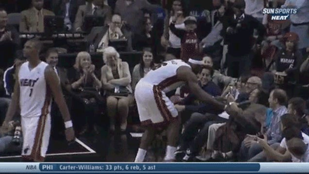 LeBron James Poses For Picture, Kisses Lady During Game