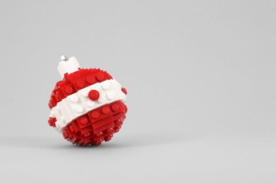 Build a lego ornament with powerpig