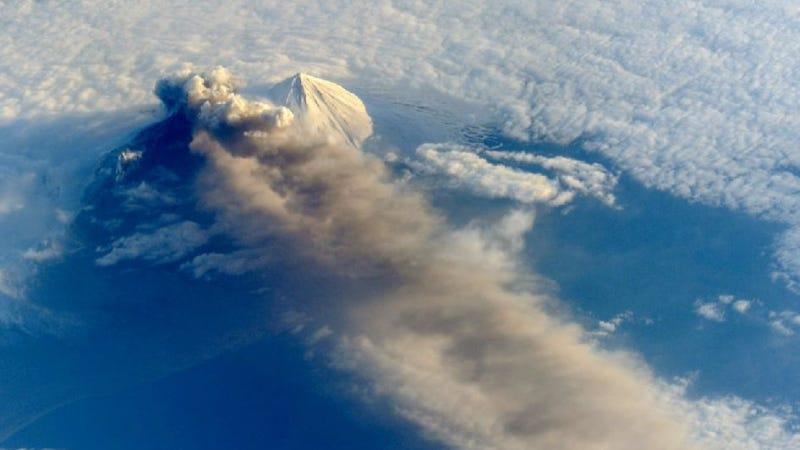 Alaska's spellbinding Pavlof volcano spewing ash, as seen from the ISS
