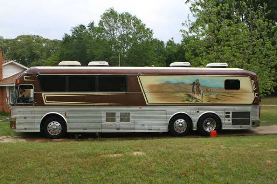 Willie Nelsons Old Tour Bus on Craigslist