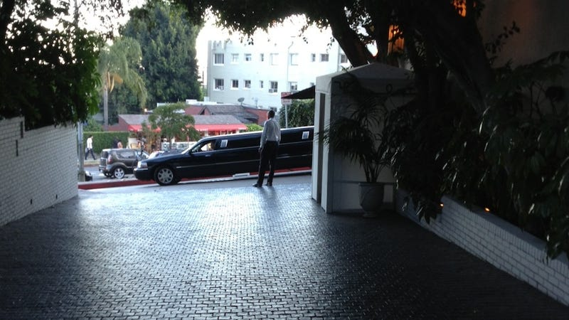 Here's Who's Eating Dinner At Chateau Marmont Courtyard Right Now