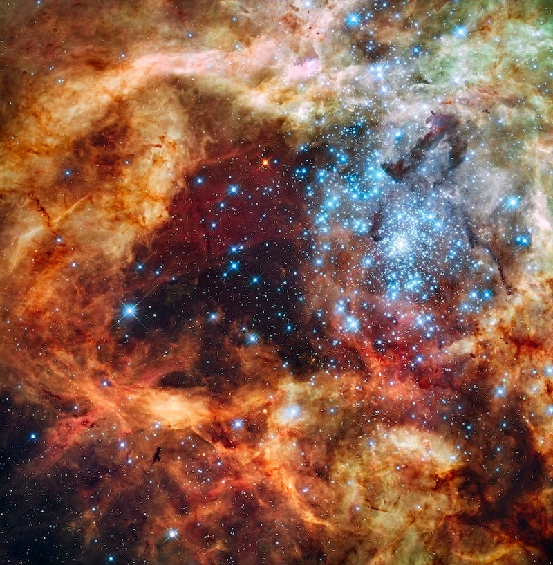 """Unbelievable Hubble Shot Captures the Biggest """"Star Nursery"""" Nearby"""