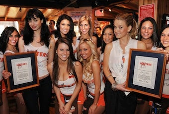 Hooters Girls Compete For The Crown