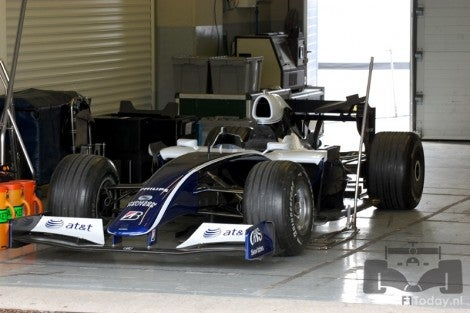 This is what a 2008 F1 car with 2009-2013 aero would look like.