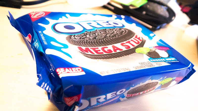 Oreo Mega Stuf Cookies: The Snacktaku Review