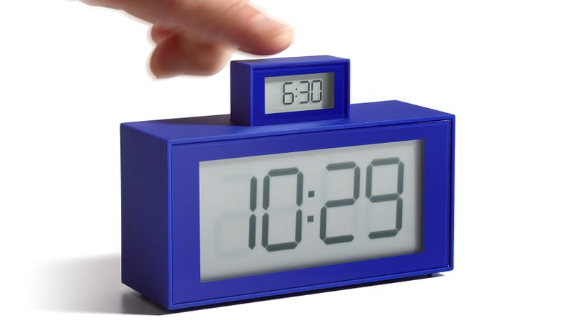 Clever Clock Makes It Super Obvious Whether You Remembered to Set Your Alarm
