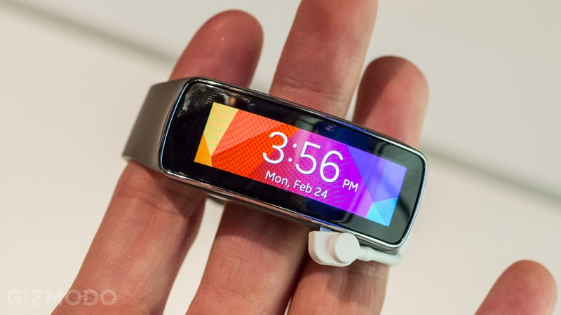 Samsung's Gear Fit Is a Tiny Smartwatch and a Hot Fitness Tracker in One