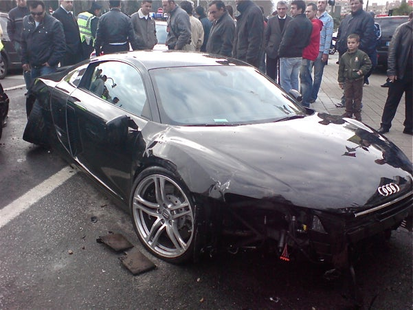 Audi R8 Crashes In Portugal, Old Luxury Takes Vengeance