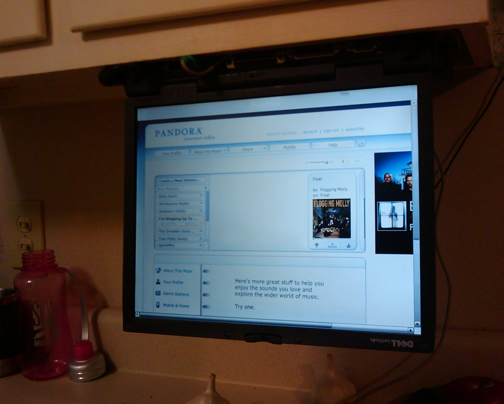 Build an Under-the-Cabinet Kitchen PC from an Old Laptop