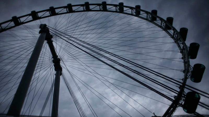 The World's Tallest Ferris Wheel Towers Over Singapore Like the Eye of Sauron