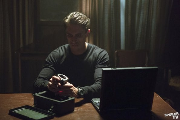 Arrow - 1x03 Promo Photos