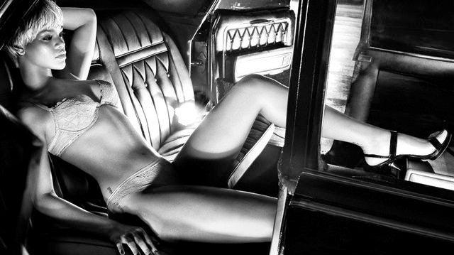 "Karlie Kloss Wishes She'd Been ""A Little Older"" When She Started Catwalking"