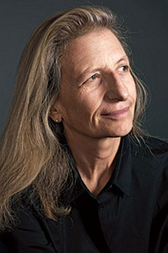 Annie Leibovitz's Financial Woes Enormous, Irrationally Disappointing