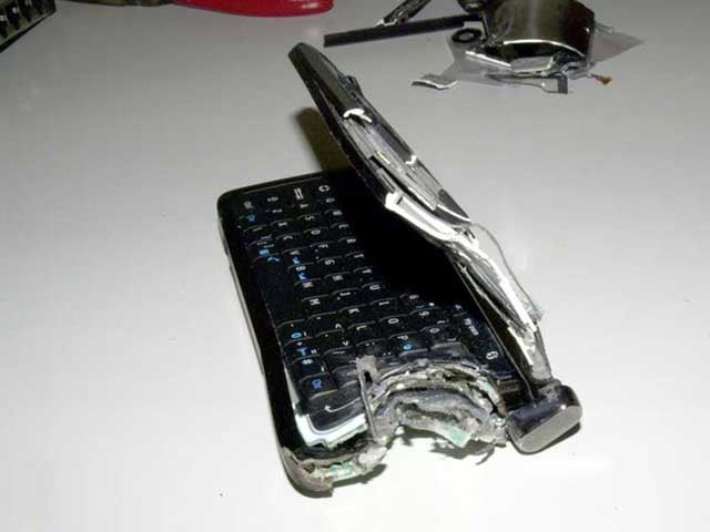 This Is What a Nokia E90 Blasted With a Shotgun Looks Like