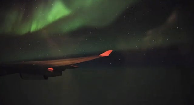 Timelapse of Flight Between San Francisco and Paris Captures Northern Lights