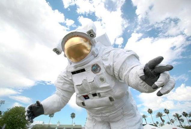 astronaut behind - photo #38