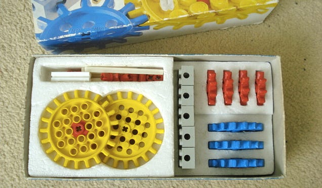 Lucky guy finds a treasure trove of classic '70s Lego in a discarded bag