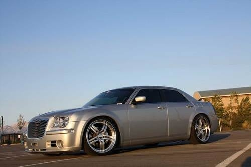 Chrysler 300 SRT10: V10-Powered Chrysler Photos