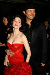 """News At 11: Is Rose McGowan's Bad Karma Responsible For Her """"Grindhouse"""" Dress-Down?"""