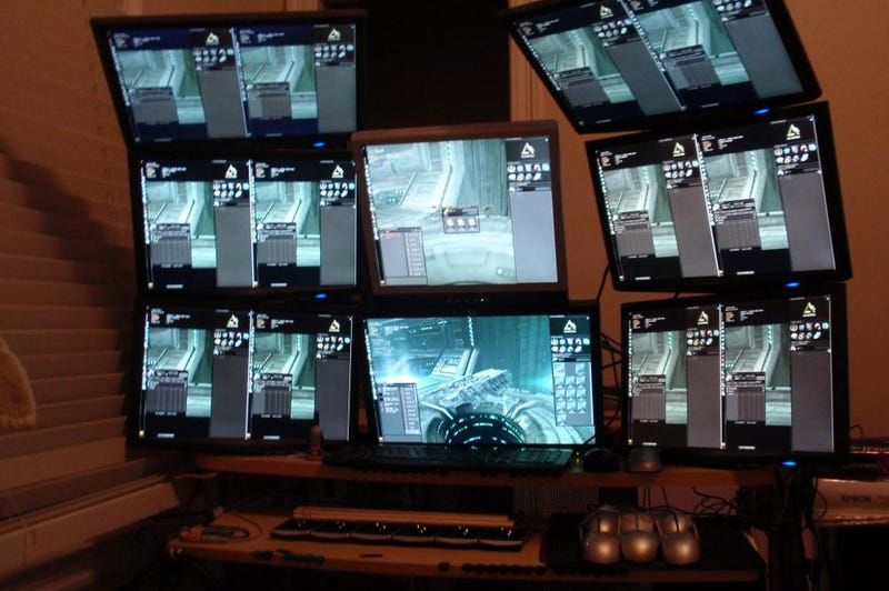 """Online Gaming Rig Redefines The Meaning Of """"Multiplayer"""""""