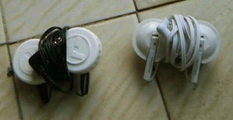 Turn an Old Contact Lens Case into Ear Bud Protector