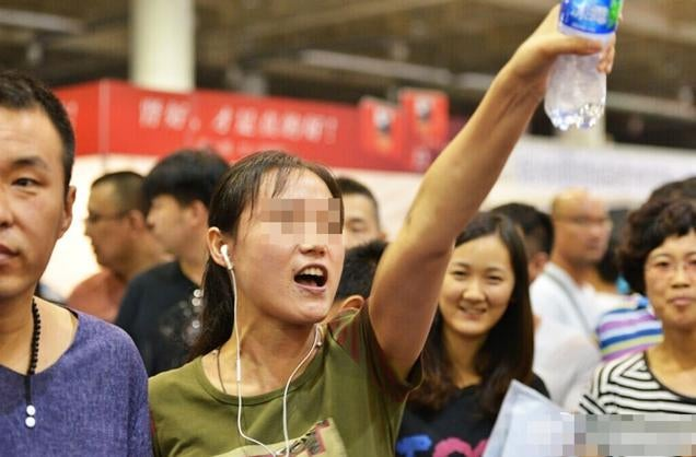 Eggs and Plastic Bottles Thrown at Japanese Porn Star in China