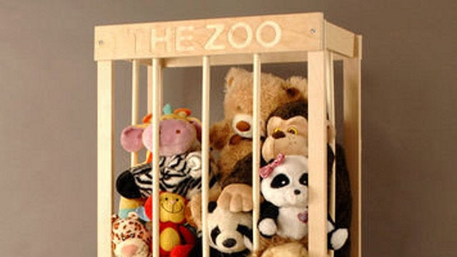 Build a wooden cage to corral stuffed animals for Jugendzimmer naturholz