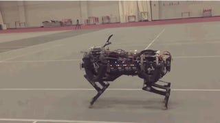 El guepardo robot del MIT ya corre y salta obstáculos al mismo tiempo