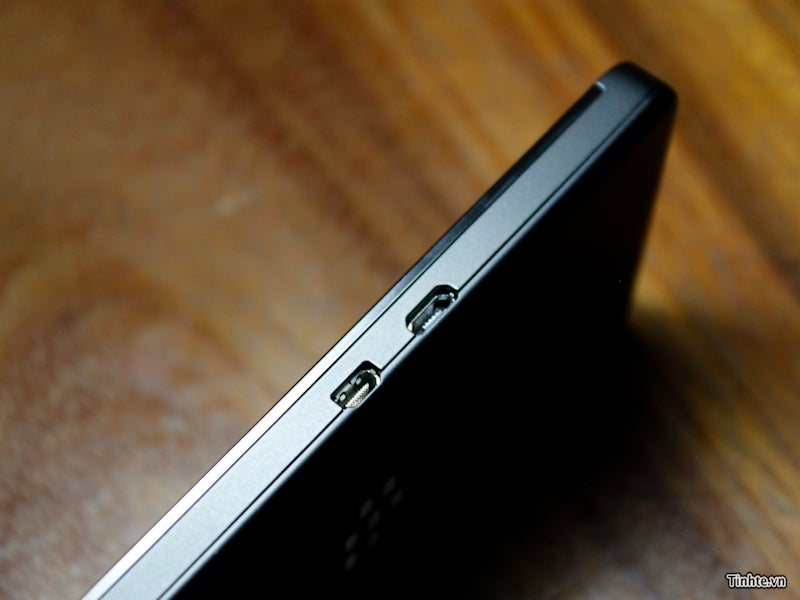Here Are the Clearest Pictures of the BlackBerry 10 L-Series AKA Blackberry's Last Hope