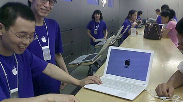 Real Apple Store Fixes Fake MacBook Air