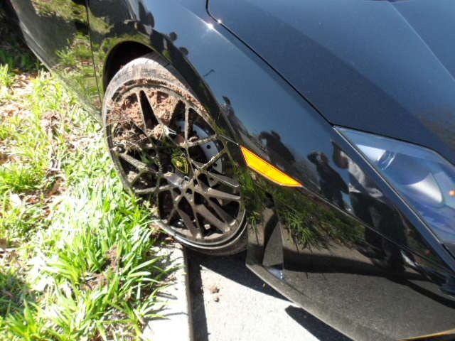 Man wrecks Twin-Turbo Lamborghini Gallardo, blames his shoes