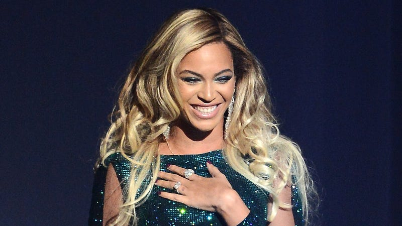"​Beyoncé Teases 50 Shades of Grey Trailer with ""Crazy in Love"" Cover"