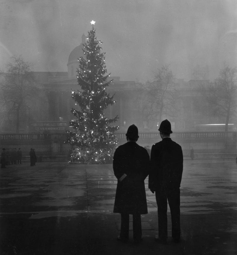 """Brooding Photos Of the Deadly """"London Fog"""""""