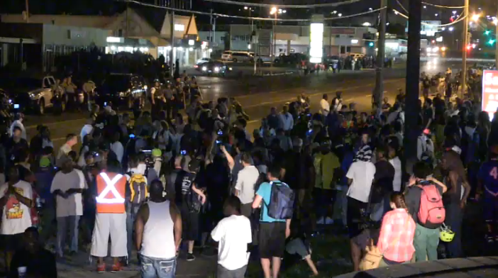 Protesters and Police Reach Uneasy Truce in Ferguson