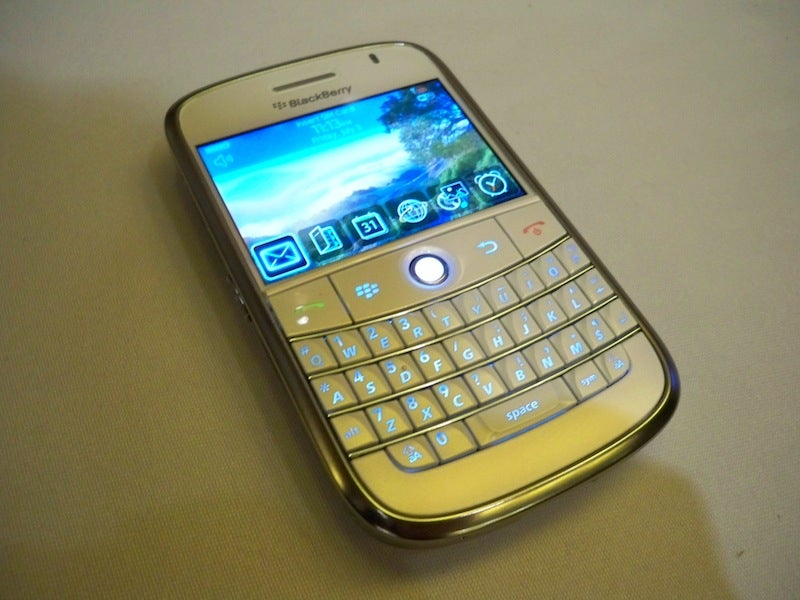 BlackBerry Bold Debuts in Soft, Virginal White