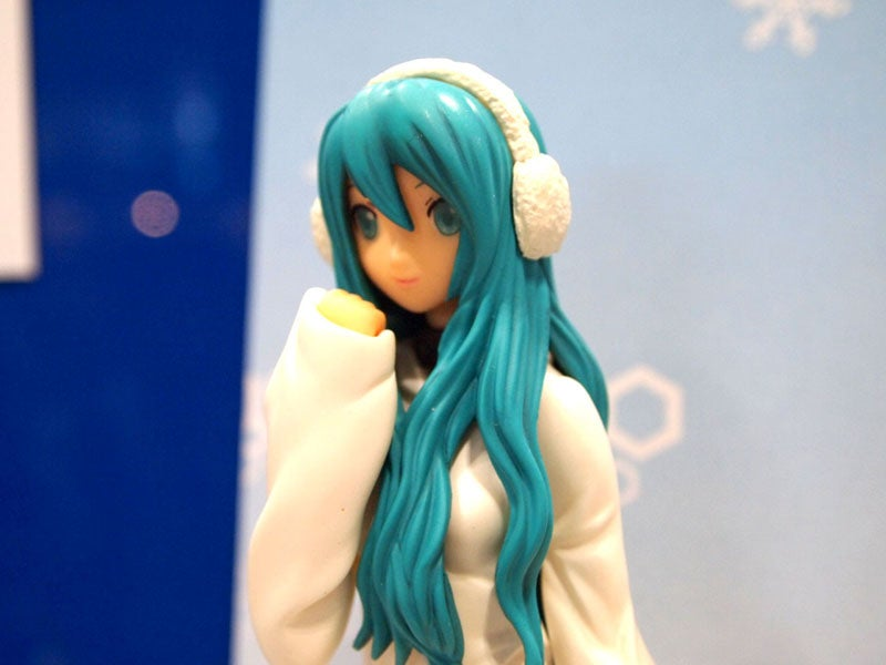 Quick! Zone of the Enders or Miku Hatsune Figures? Which Do You Want?