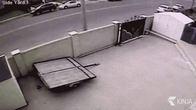 Videón a kettészakadt Lamborghini