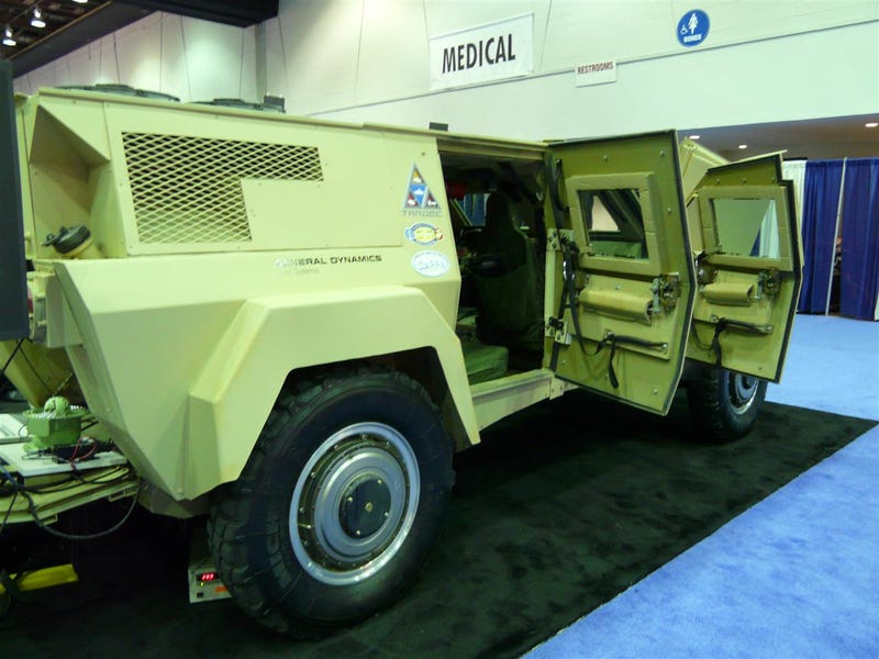 General Dynamics RST-V Series-Hybrid With Cool In-Wheel Motors