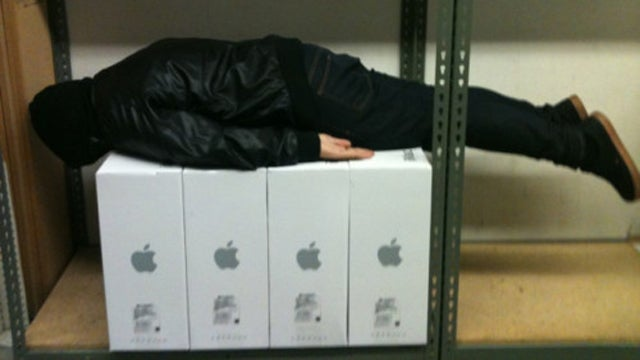 They're Just Like Us, Honest: Apple Store Employees Caught Planking
