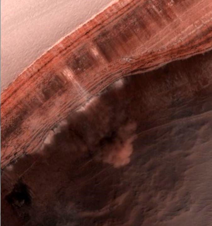 Mars Orbiter Spots a Huge Avalanche of Carbon Dioxide on the Red Planet